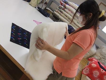 生地に綿を入れる